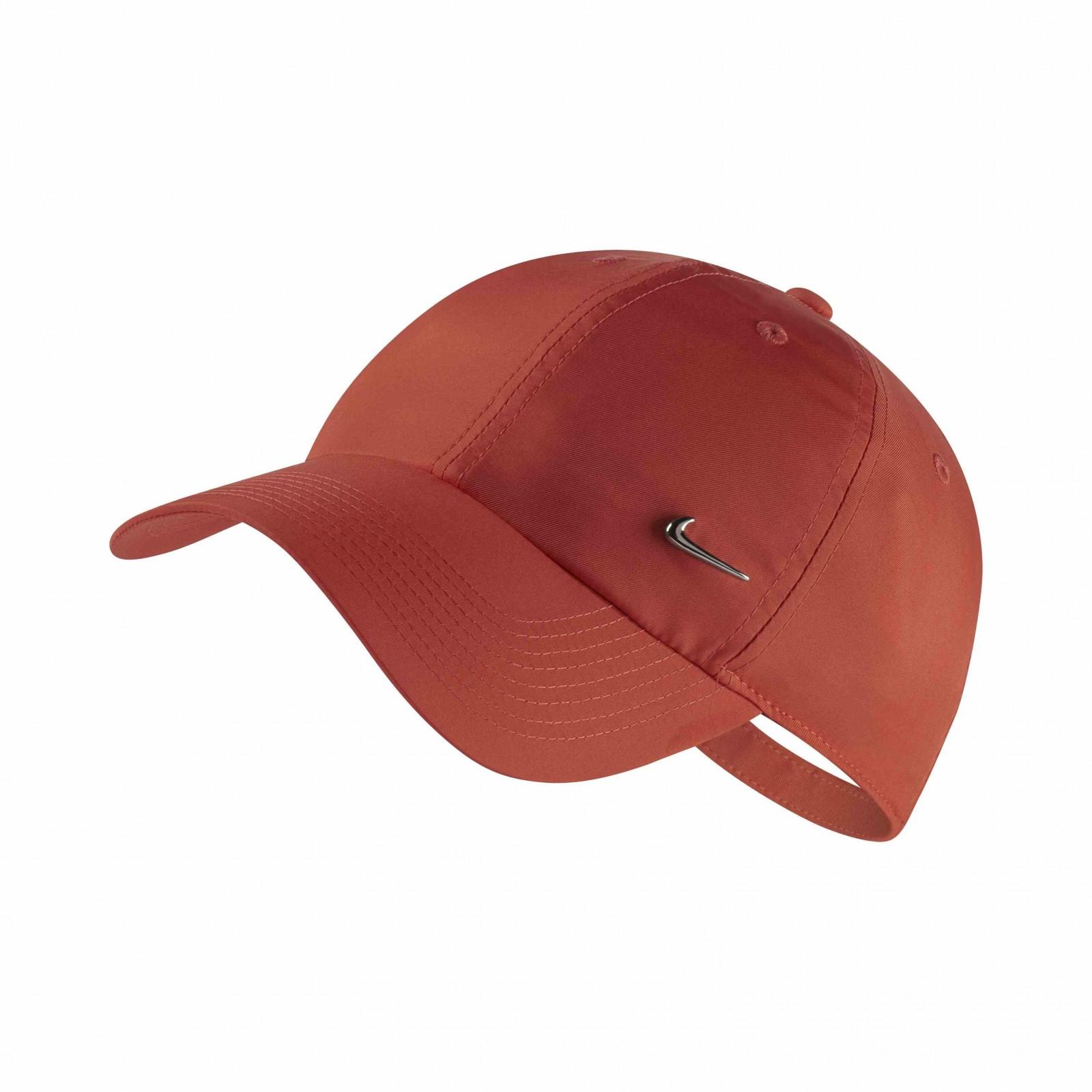 Nike U nsw h86 cap nk metal swoosh RUSH CORAL METALLIC SILVER - Glami.cz 4da127a540