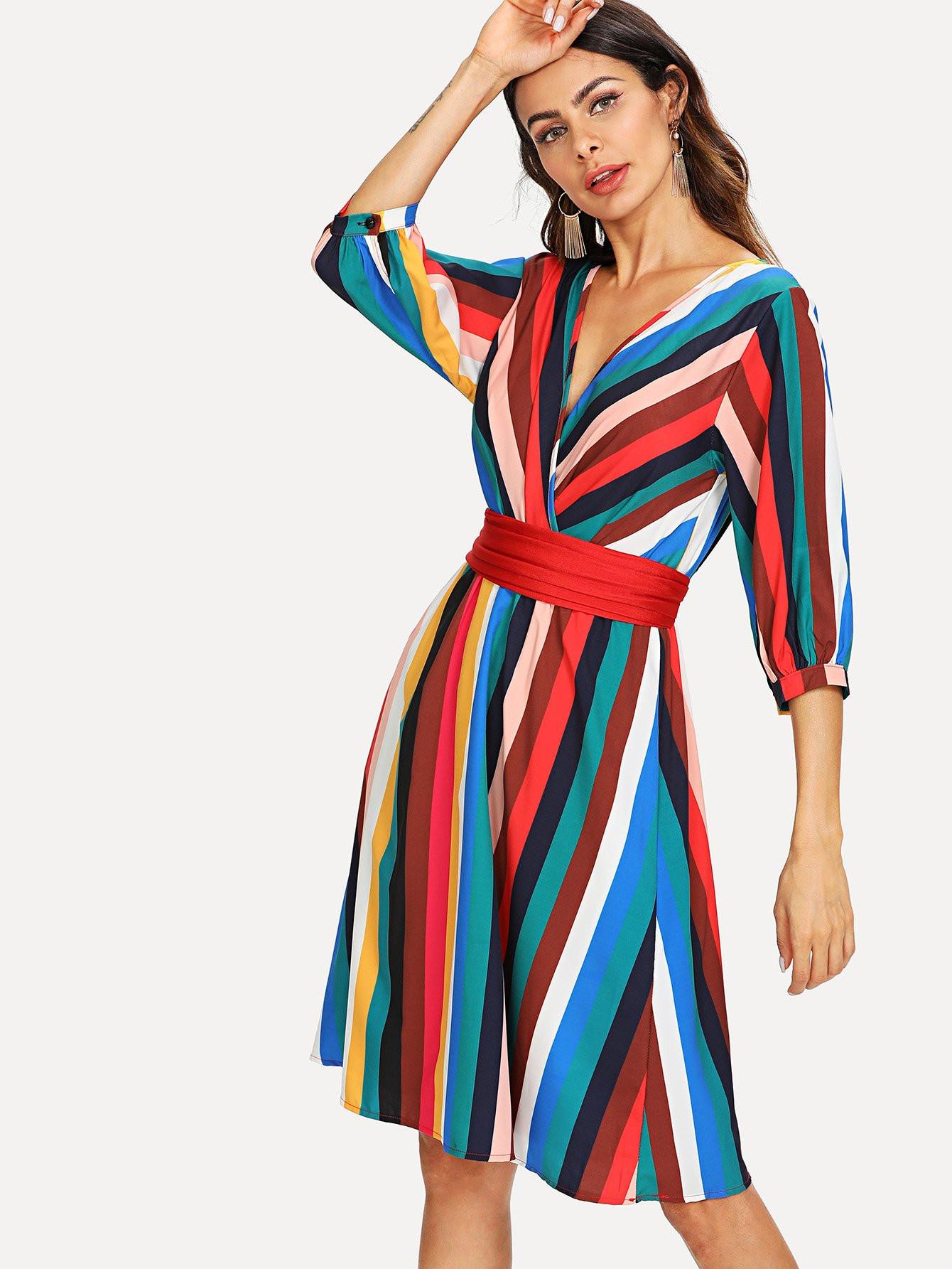 BadLady.sk Krátke pestrofarebne pruhované letné šaty s opaskom ... 35fd323481f