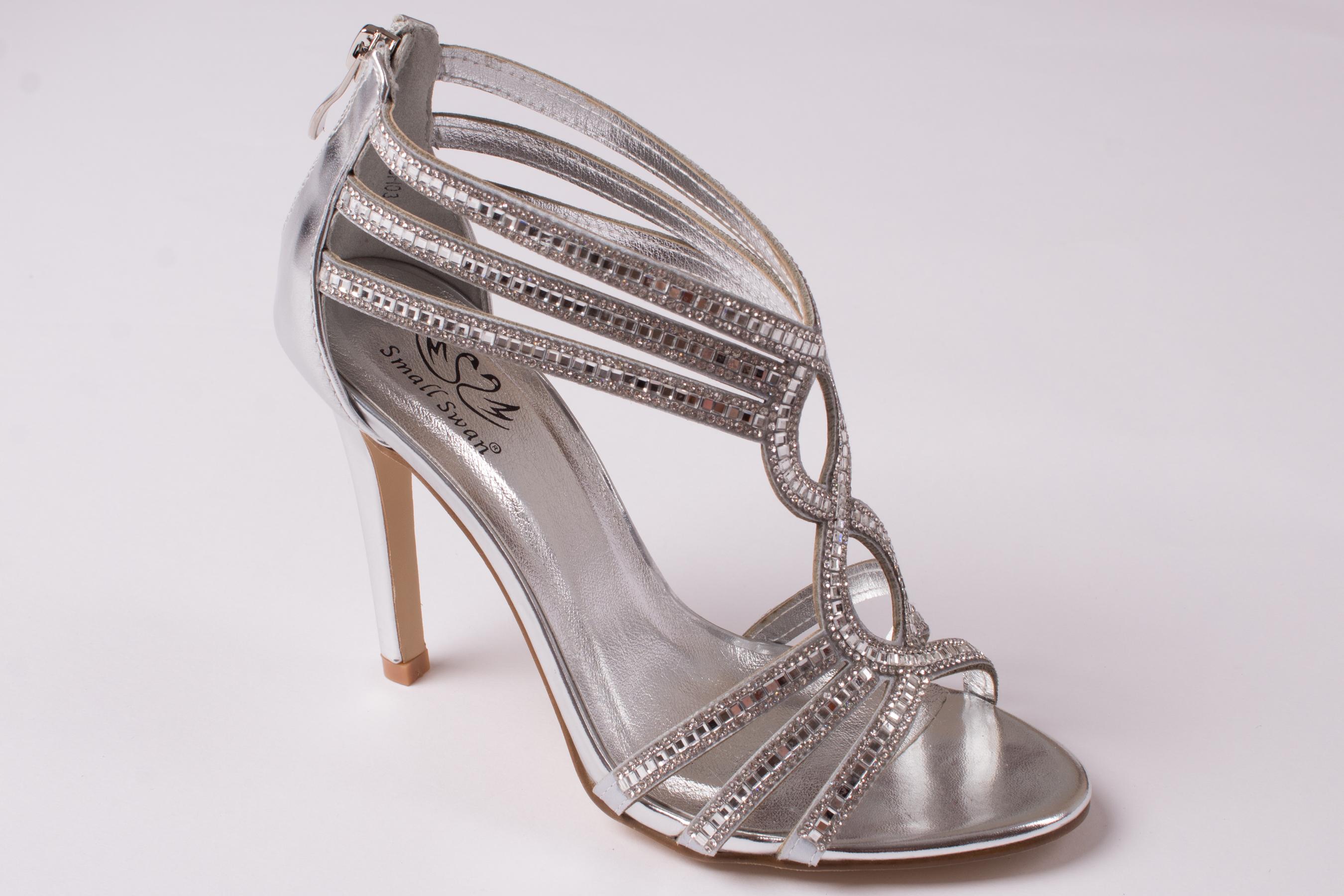 ef11729f93e8 Small swan Elegantné strieborné sandále - Glami.sk