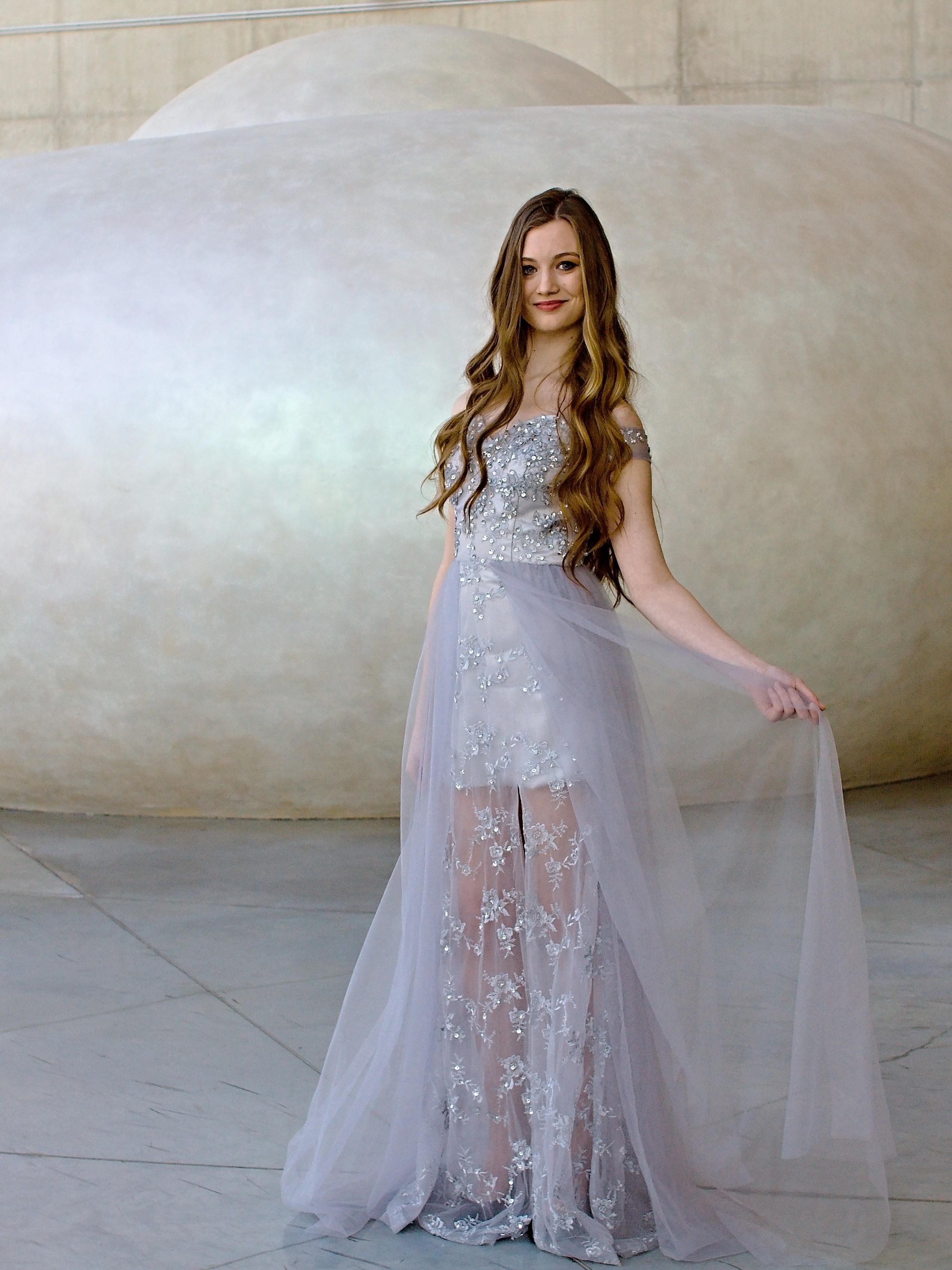 086a0ee6563f Marizu fashion šedo stříbrné plesové společenské maturitní šaty se spadlými  rameny