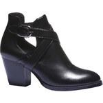 Baťa Elegantní obuv s trendy výkroji a přezkami