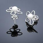 Buka Jewelry Buka Vpichovací perlové náušnice Bunga – bílá 217