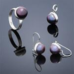 Buka Jewelry Perlová souprava Buka Tiga (náušnice, přívěsek a prsten) – fialová 846