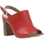 Baťa Zářivě červené kožené sandály
