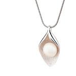 Buka Jewelry BUKA Stříbrný přívěsek s perlou Leaf 559