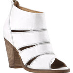 Baťa Bílá dámská kotníčková obuv