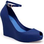 Gumové modré sandály velikost: 38, odstíny barev: modrá