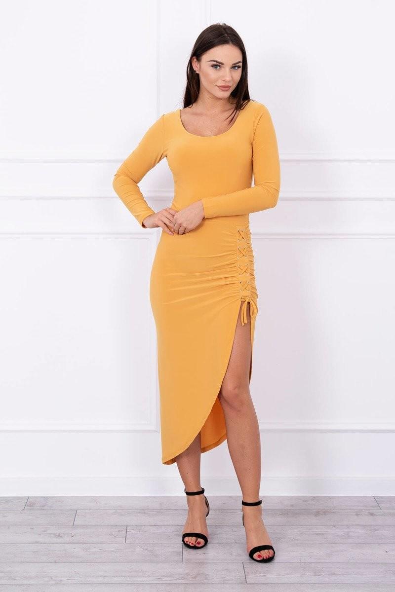 ca0a890127f1 MladaModa Asymetrické šaty s ľavým výkrojom a šnurovaním na boku horčicové