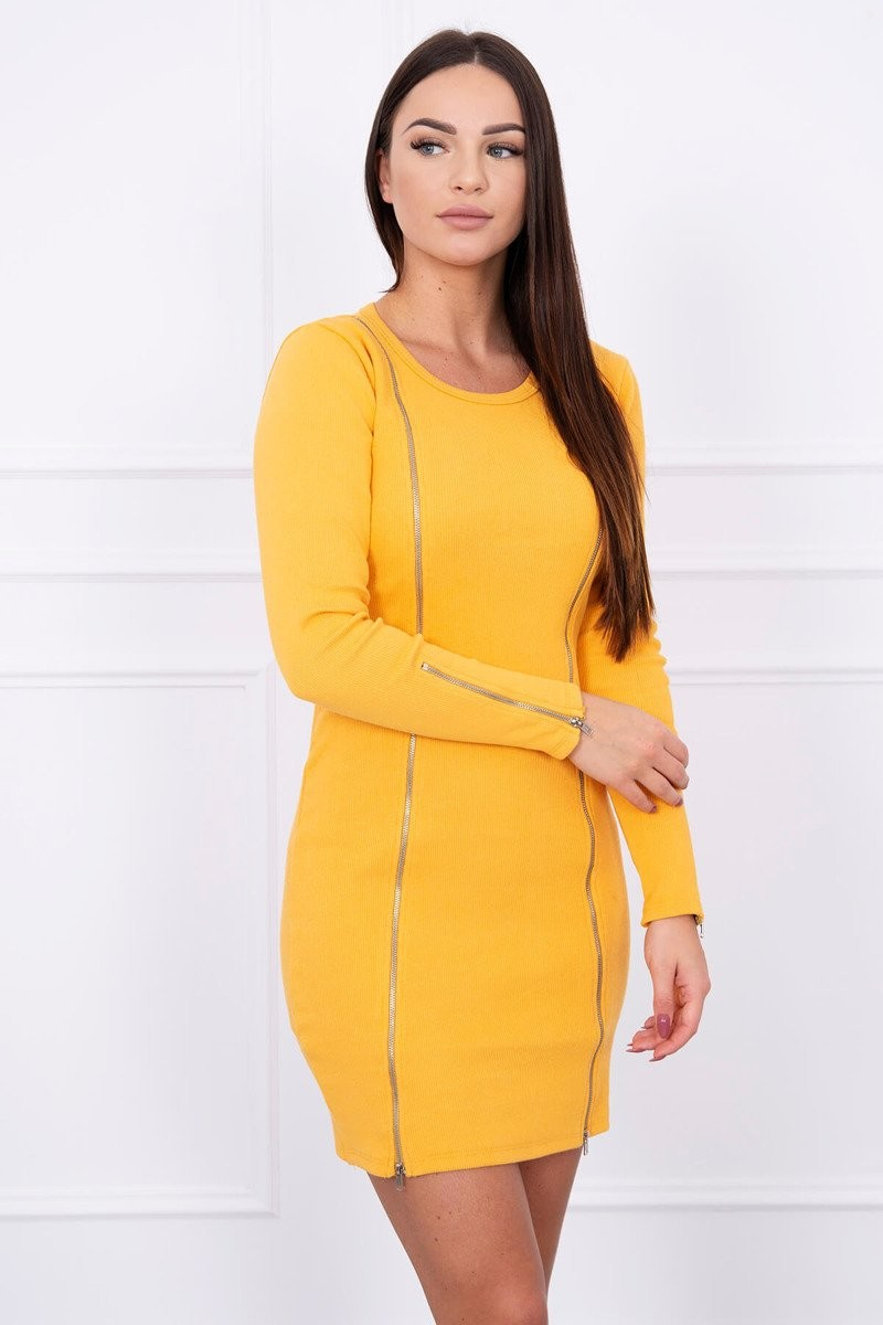 96e1d5a18f14 MladaModa Obtiahnuté šaty s dlhými zipsami model 5063 horčicové ...