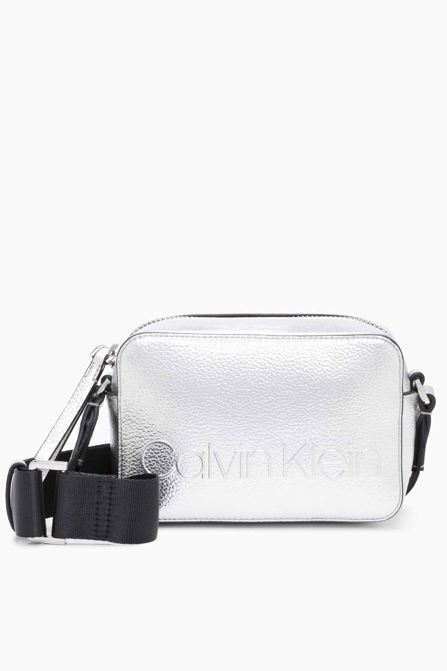 b7facdbdc5 Calvin Klein strieborná malá kabelka Edge Camera Bag Met Silver ...