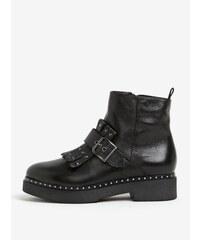 Černé kožené kotníkové boty s přezkou a třásněmi Tamaris f8355ac387