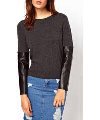 72aa3f80920 Dámský svetr s koženkovými rukávy Asos