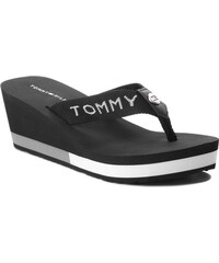 c9f2cf566a236 Vietnámi papucsok TOMMY HILFIGER - Corporate Beach Sandal FW0FW02958 Black  990