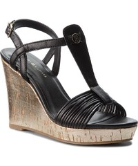 Sandále TOMMY HILFIGER - Refined Strappy Wedge Sandal FW0FW03023 Black 990 05c456590fe