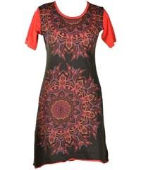 0c160e469ba0 PRETTYLITTLETHING Černé tričkové šaty s výšivkou - Glami.cz