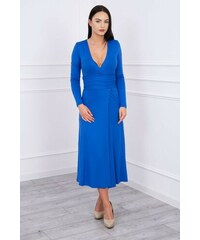 822e9012c7f3 MladaModa Rovné šaty s hlbokým výstrihom v tvare V farba kráľovská modrá