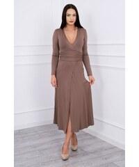 MladaModa Rovné šaty s hlbokým výstrihom v tvare V farba cappuccino e5b63824042