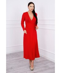 d96a3c269e7e MladaModa Rovné šaty s hlbokým výstrihom v tvare V červené