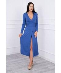 179675b7b6fb MladaModa Rovné šaty s hlbokým výstrihom v tvare V farba džínsová