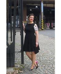 Bellazu GB Okouzlující šaty Ego s barevným rukávem černé a4b9f917b0