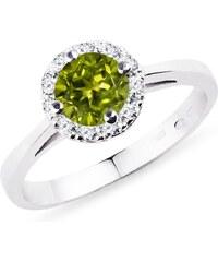 Zlatý prsten s olivínem a diamanty KLENOTA k0030092 c61e3e7c25