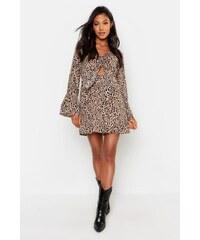06f43cd6057d BOOHOO Saténové leopardí mini šaty