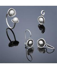 Buka Jewelry Perlová souprava Buka Lotus Tiga V (náušnice visící, přívěsek a prsten) – šedá 834