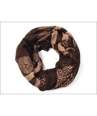 Neobvyklý hnědý šátek