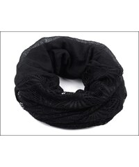Kruhový černý šátek s háčkovanou aplikací