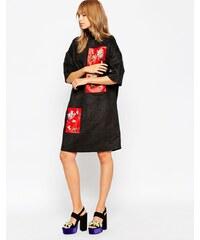 A V Robertson for ASOS BLACK - Robe à col cheminée avec empiècement ornementé - Noir