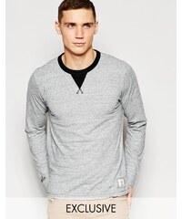 Franklin & Marshall - Exklusiv bei ASOS - Langärmliges Shirt mit Rundhalsausschnitt - Grau