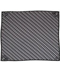 Černobílý hedvábný šátek se šipkami, A Piece of Chic