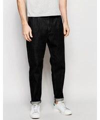 ASOS - Gerade Jeans in verwaschenem Schwarz mit zwei Falten - Schwarz