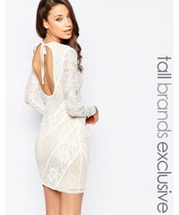 True Decadence Tall - Robe fourreau premium en dentelle à dos ouvert - Blanc