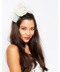 ASOS Wedding - Haarspange mit Rosen- und Meshdetail - Cremeweiß