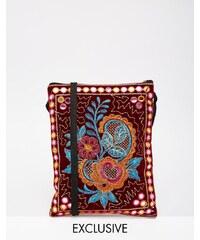 Reclaimed Vintage - Mini-Umhängetasche mit Blumenstickerei - Rot
