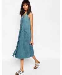 ASOS - Ärmelloses, mittellanges Jeans-Kleid mit V-Ausschnitt und geknöpfter Vorderseite, mittelblaue Waschung - Blau