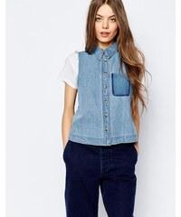 ASOS - Chemise en jean sans manches à bords bruts et poche dégradée - Bleu