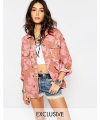 Reclaimed Vintage - Oversize-Jacke im Military-Stil mit Tarnmuster in Rosa - Rosa