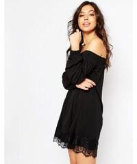 ASOS - Robe à épaules dénudées en crêpe avec ourlet en dentelle frangée - Noir