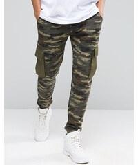 ASOS - Pantalon de survêtement slim à imprimé camouflage avec poches cargo - Vert