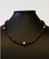 KLENOTA Luxusní rubínové a onyxové korálky s tahtskými perlami