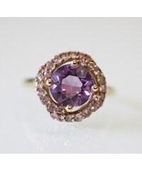 KLENOTA Pozlacený ametystový prsten s růžovými safíry