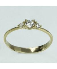 KLENOTA Zlatý zásnubní prsten se zirkony