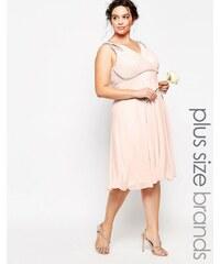 TFNC Plus WEDDING - Robe mi-longue de bal de fin d'année à épaules ornementées - Rose
