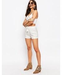 Missguided - Hochgeschnittene Shorts mit Pailletten - Weiß