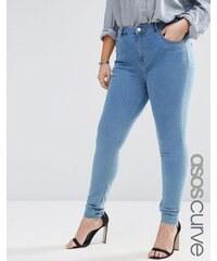 ASOS CURVE - Lisbon - Eng geschnittene Jeans in honigfarbener heller Waschung mit mittelhohem Bund - Blau