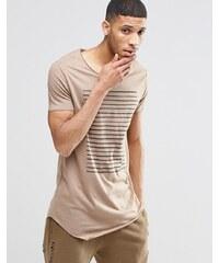 ASOS - T-shirt ultra long rayé sur la poitrine avec encolure dégagée et bords bruts - Marron - Marron