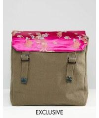 Reclaimed Vintage - Sac à dos style militaire avec satin à imprimé floral sur le dessus - Vert