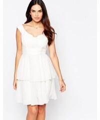 VLabel London VLabel - Eltham - Schulterfreies Kleid mit Rüschenrock - Weiß